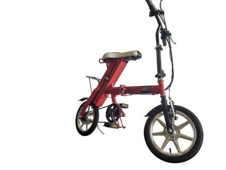 bicicleta eléctrica roja
